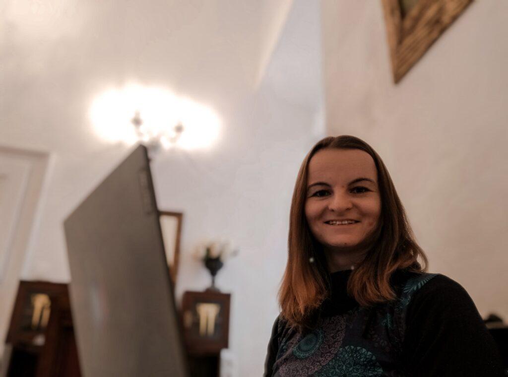 zena s notebookem